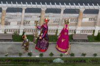 HUGE puppets walking through buda castle