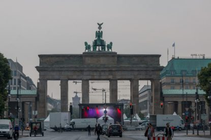 Band set up in front of the Brandenburg gate