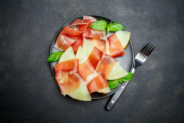 combinatii alimentare nepotrivite, combinatii alimente, pepene galbe, prosciutto,