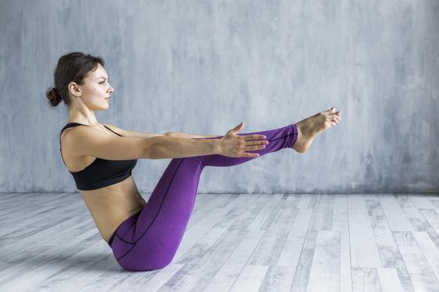 yoga, femeie facand sport,