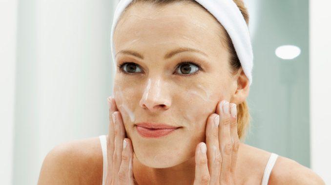 Vaseline Under Eyes: Does Vaseline Help with Bags?