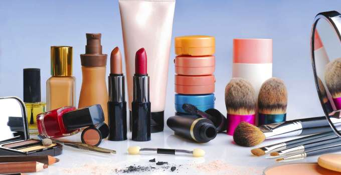 Best Foundations for Mature Skin 2020 Updates: Fight Aging and Wrinkles