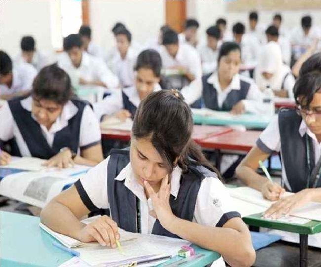 આ ફેરફાર અન્વયે ગુજરાત માધ્યમિક અને ઉચ્ચતર માધ્યમિક શિક્ષણ બોર્ડ દ્વારા ધોરણ-10 અને 12ના મુખ્ય 40 વિષયોના પ્રશ્નપત્ર પરિરૂપ, ગુણભાર તથા નમૂનાના પ્રશ્નપત્રો તજજ્ઞો દ્વારા તૈયાર કરવામાં આવ્યા છે.