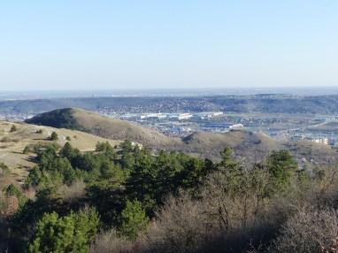 Budaörs és az Odvas-hegy a Szekrényes-hegyről