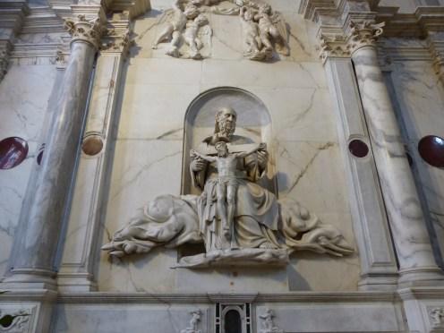 Vicenza, Santa Maria Annunziata-katedrális. A szobor az Atyát ábrázolja a megfeszített Fiúval.