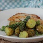 Alkukesän perunasalaatti – lämmin perunasalaatti