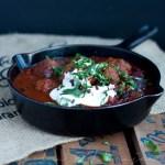 Lempiruokaa – Chorizolihapullat ja tomaatti-mustapapuchiliä