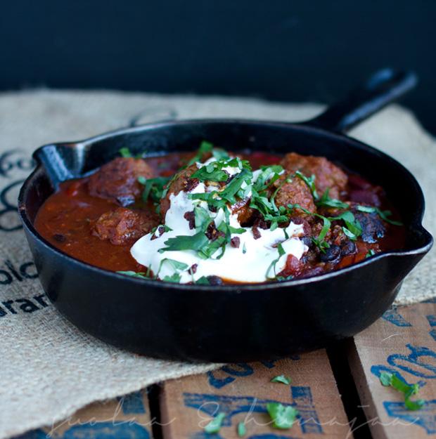 chorizolihapullat-ja-tomaatti-mustapapuchili-suolaajahunajaa
