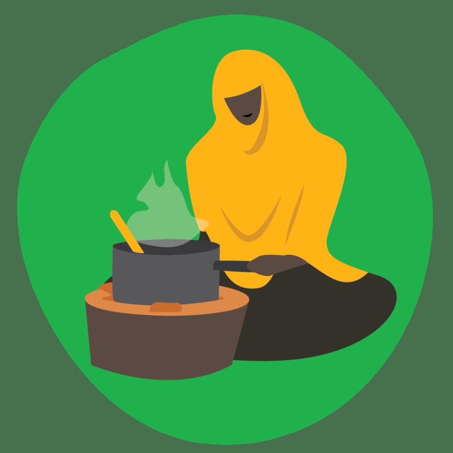 Nainen tekee ruokaa lieden ääressä. Linkki infotekstiin puuta säästävästä liedestä.