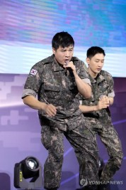 160910-official-defense-expo-korea-homecoming-day-with-shindong-sungmin-eunhyuk10