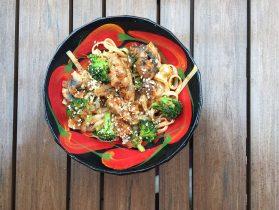 Nouilles chinoises au poulet, champignon, brocoliV2