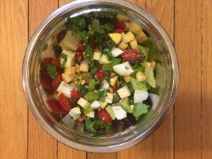 Salade de cheddar, tomates et oeufs de super boîte à lunch
