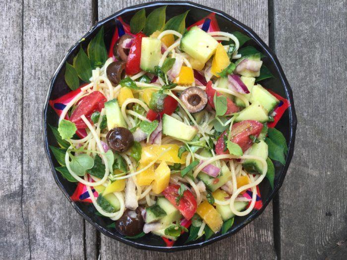 Salade de spaghetti aux légumes et olives pour Super Boîte à Lunch