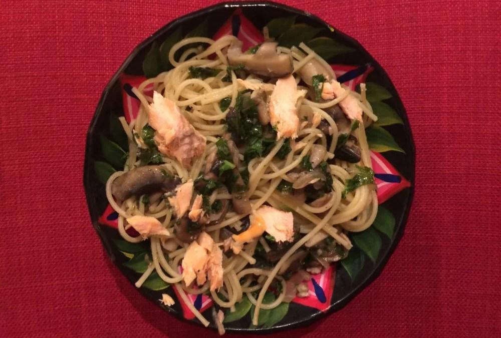 Spaghetti au saumon, kale et champignons