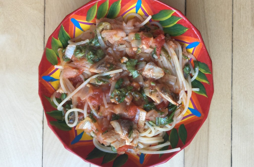 Spaghetti sauce tomate, épinards (ou baby kale) et sardines