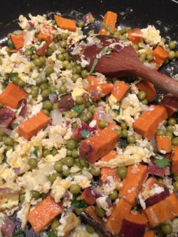 Mélange de petits pois, patates douces et oeufs pour Super Boîte à Lunch