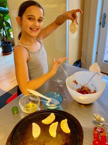 Louison prépare des dumpling