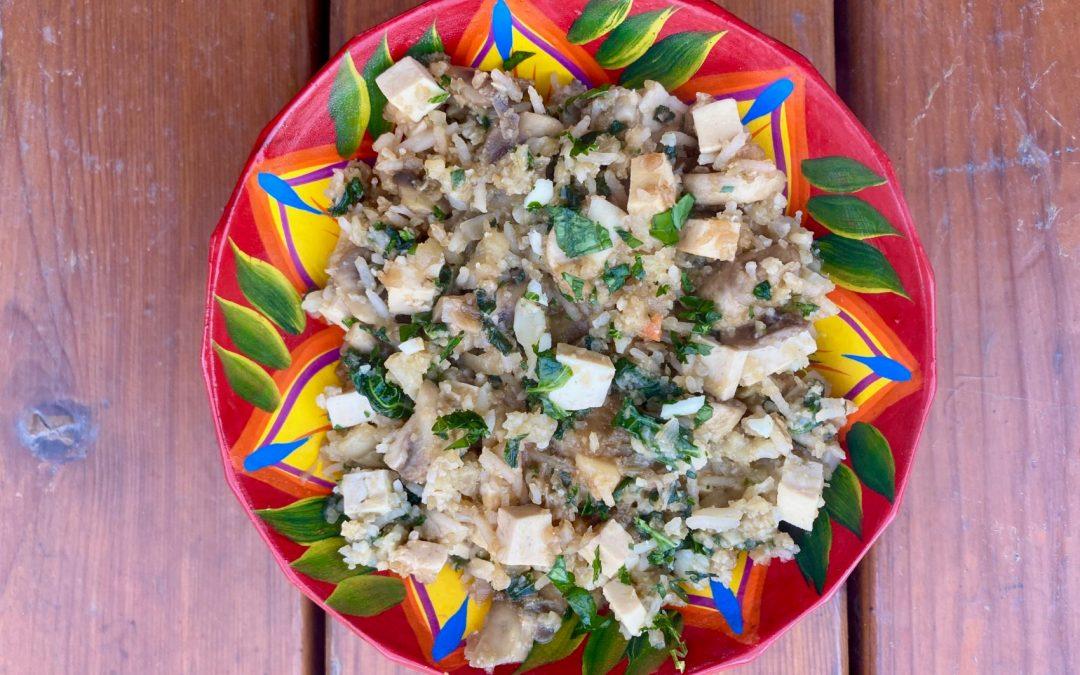 Riz de chou-fleur aux épinards, champignons & tofu
