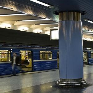 Реклама в метро и подземных переходах