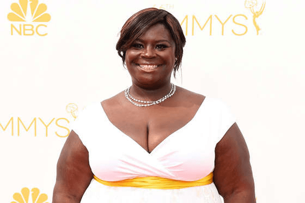 Retta Net Worth, Movies, Singing, Family, Bio, Stand Up Comedy and Boyfriend