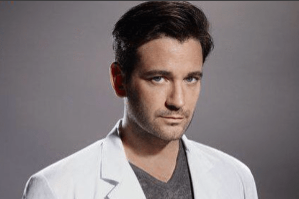 Colin Donnell Net Worth, Salary, Bio, Wiki, Married, Wife, Arrow, and Family