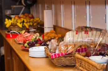 2.5-Hospitality-snacks-in-t