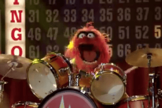 """Muppets Electric Mayhem sings their new song """"No room for boring"""""""