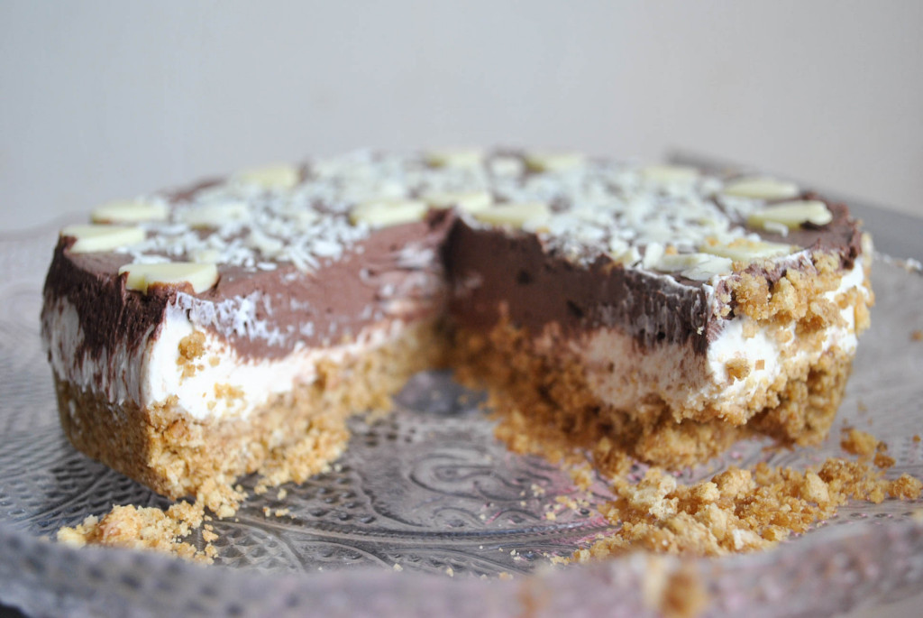 A chocolate & vanilla cheesecake with Dr Oekter!
