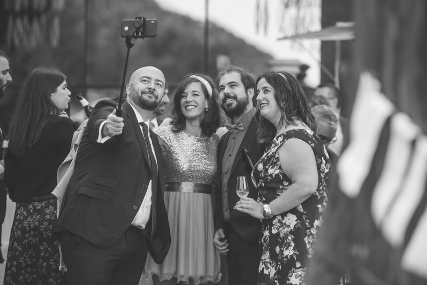 Amigos haciendose un selfie, boda lgtb, Supercastizo Foto y Video, Los Villares, Jaen