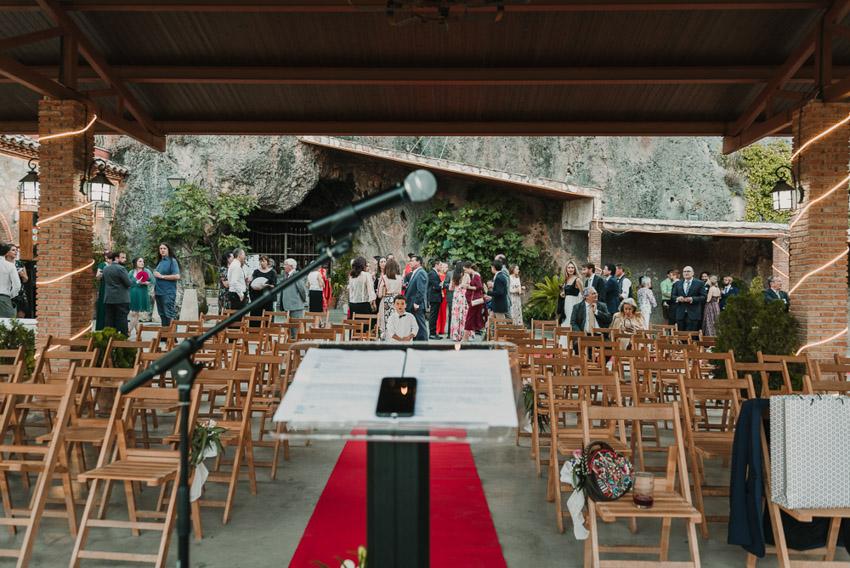 invitados esperando ceremonia