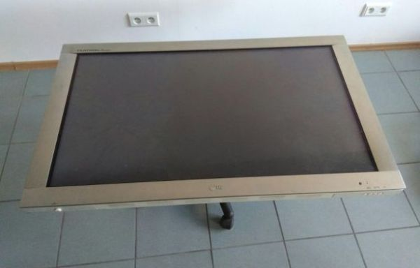 LG Flatron PLAZMA 42″ cale monitor VGA