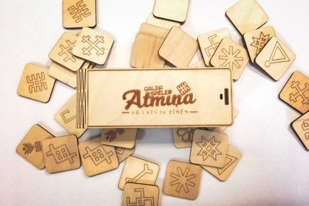 Atmiņas spēle ar latvju zīmēm