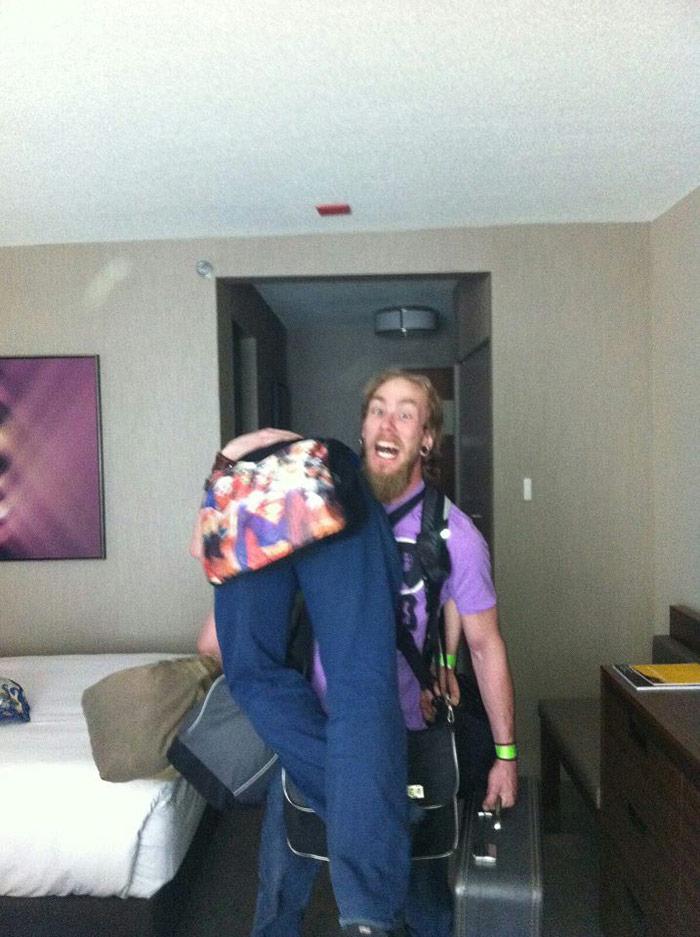 Gavin'sgot the luggage AND Tony!