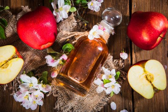 リンゴ酢とリンゴ
