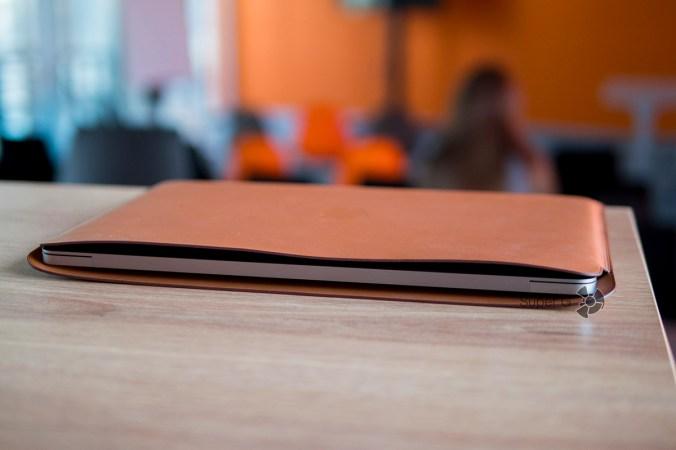 Фирменный кожаный чехол Apple для MacBook Pro 13