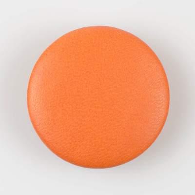Guzik pomarańczowy obciągany skórą cielęcą 50 mm