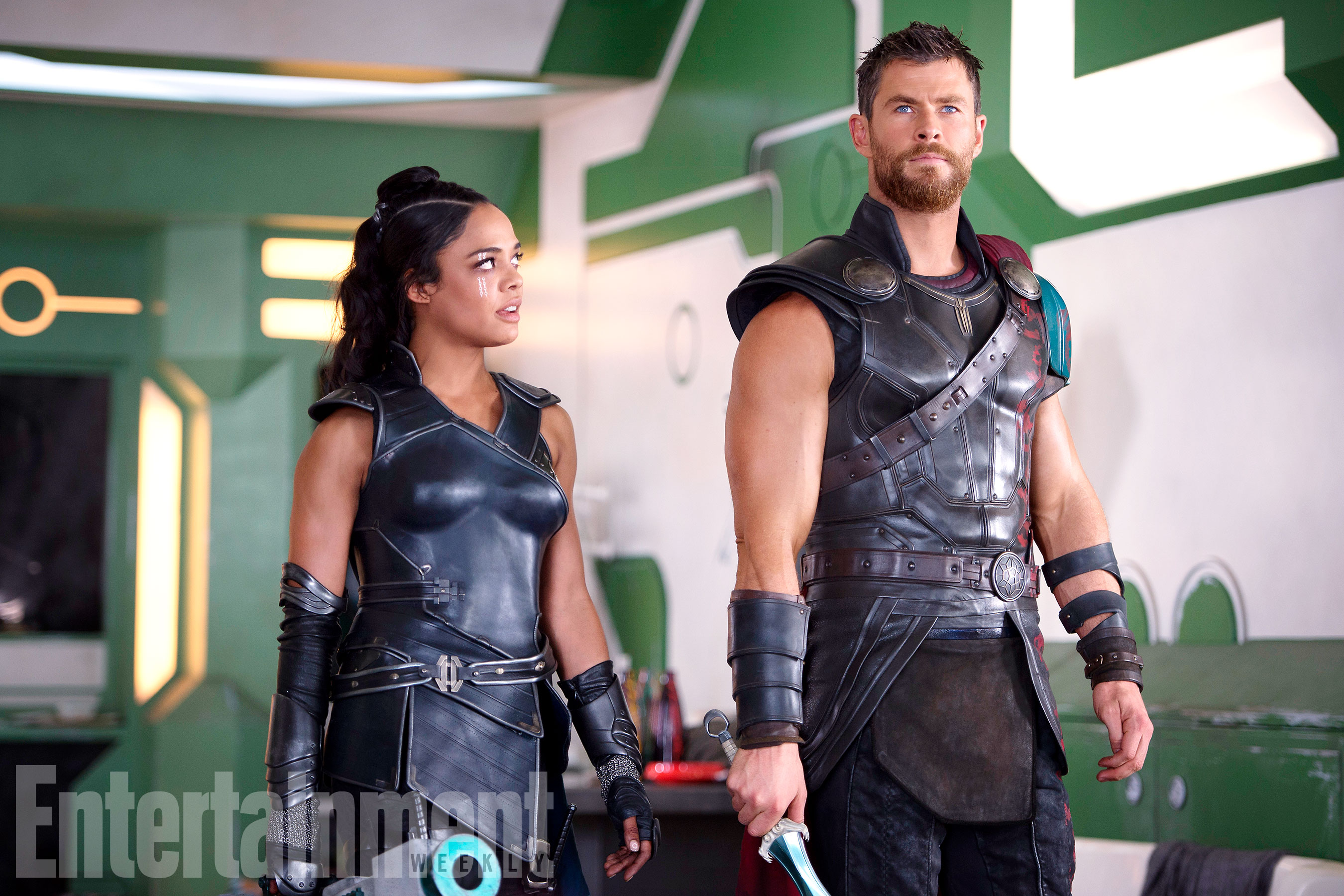 why does thor have short hair where s his hammer thor ragnarok