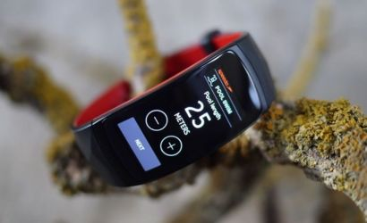 Samsung is waiting on Apple for Gear Fit2 Pro support on iOS