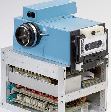 Bu çalışmanın sonucunda Steven Sasson 1973'de ilk dijital kamerayı icat etti. Bu kamera Amerikan patent dairesinin verdiği 26 Aralık 1978 tarihli patentin temeliydi.