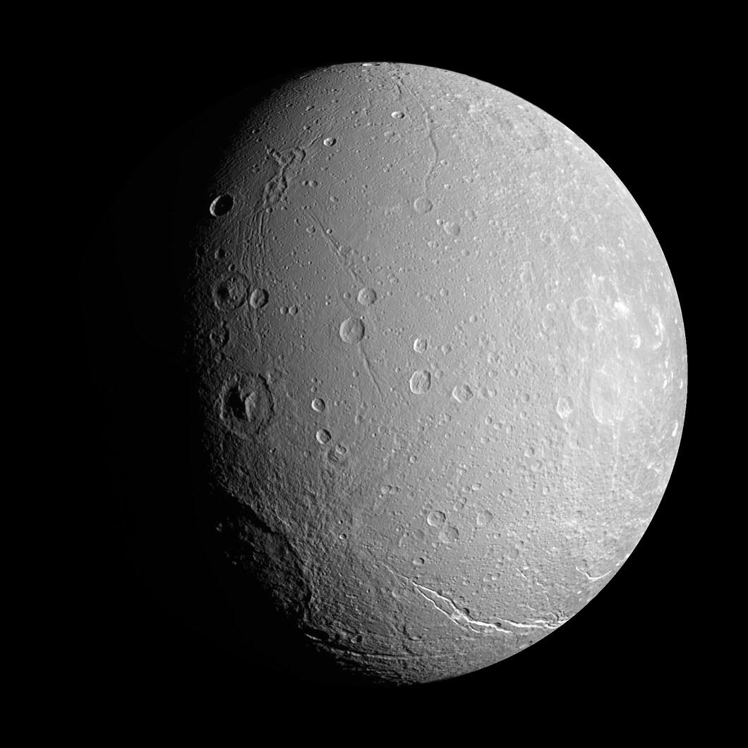 Satürnün uydusu Dione