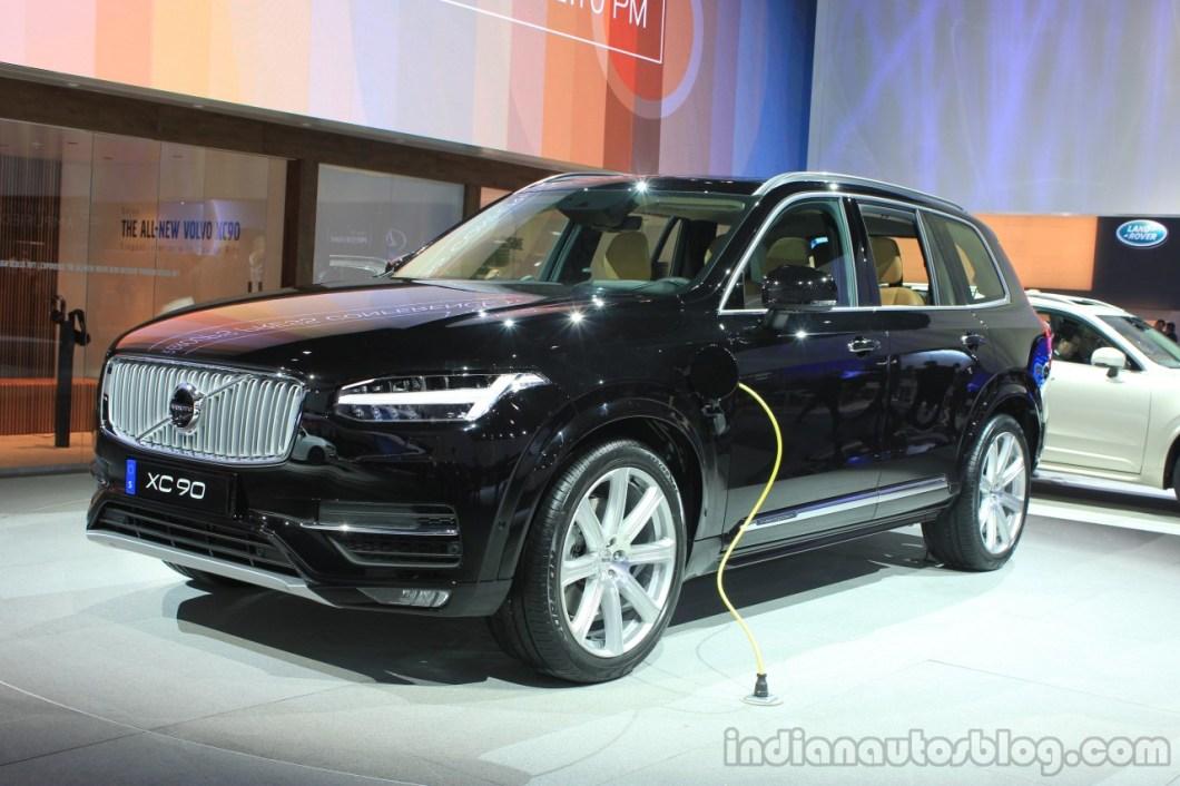 Volvo-XC90-T8-front-three-quarters-at-the-2014-LA-Auto-Show