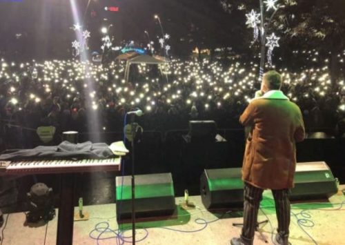 Amel Ćurić 1. aprila poklanja publici live unplugged koncert: Zaboravimo na tren surovu stvarnost