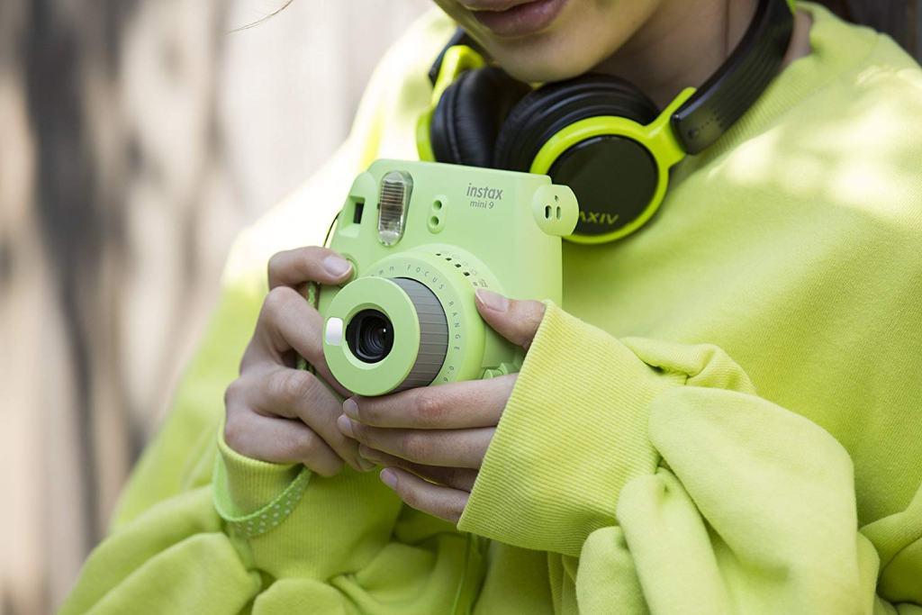 Superior Digital News - Fujifilm Instax Mini 9 Instant Camera - Size and Style