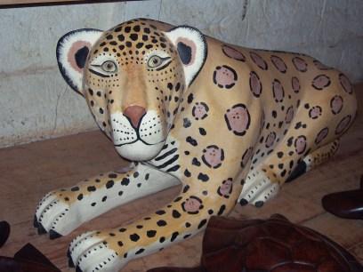 Bemalte Holzschnitzerei