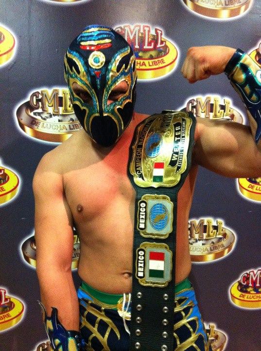 Titán, firme Campeón Nacional Welter ante Averno / Arena México - 16 de nov. de 2012 / Imagen by Tercera Caída en Facebook