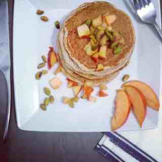 Whole wheat pancakes with peaches and pistachios