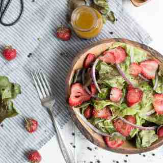summer strawberry salad with champagne vinaigrette | superman cooks
