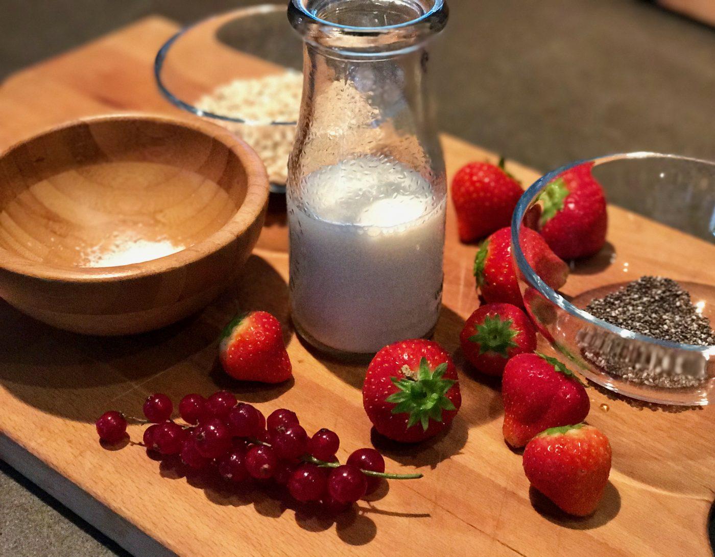 Zutaten Overnight Oat mit Erdbeeren und Johannisbeeren