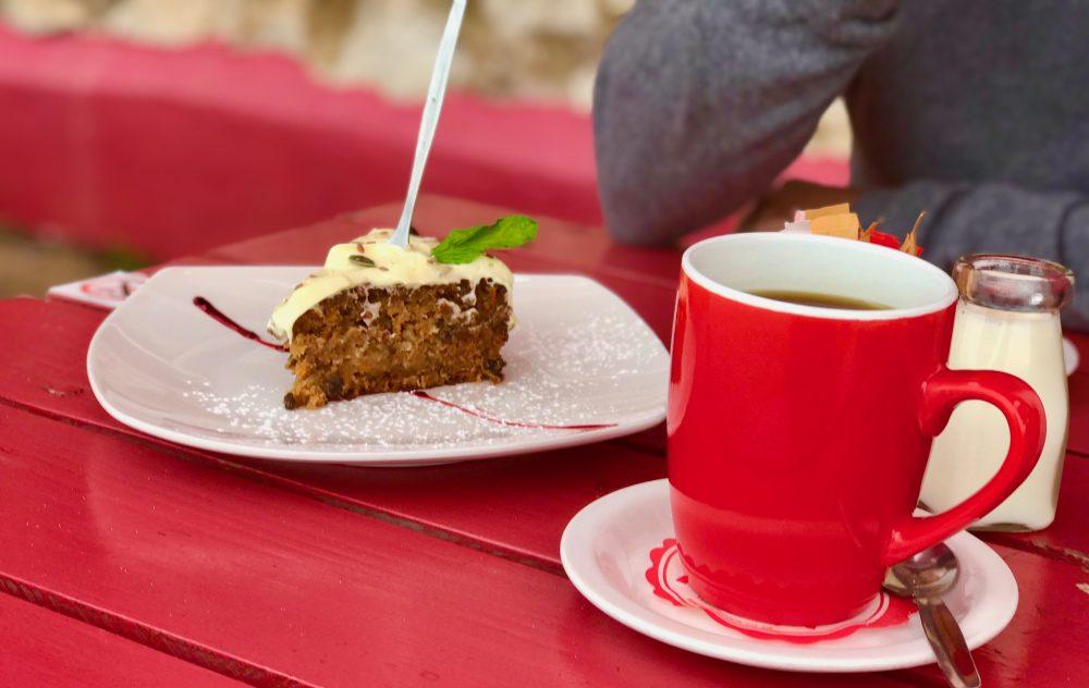 J-Bay Tasty Table Cafe: Karottenkuchen