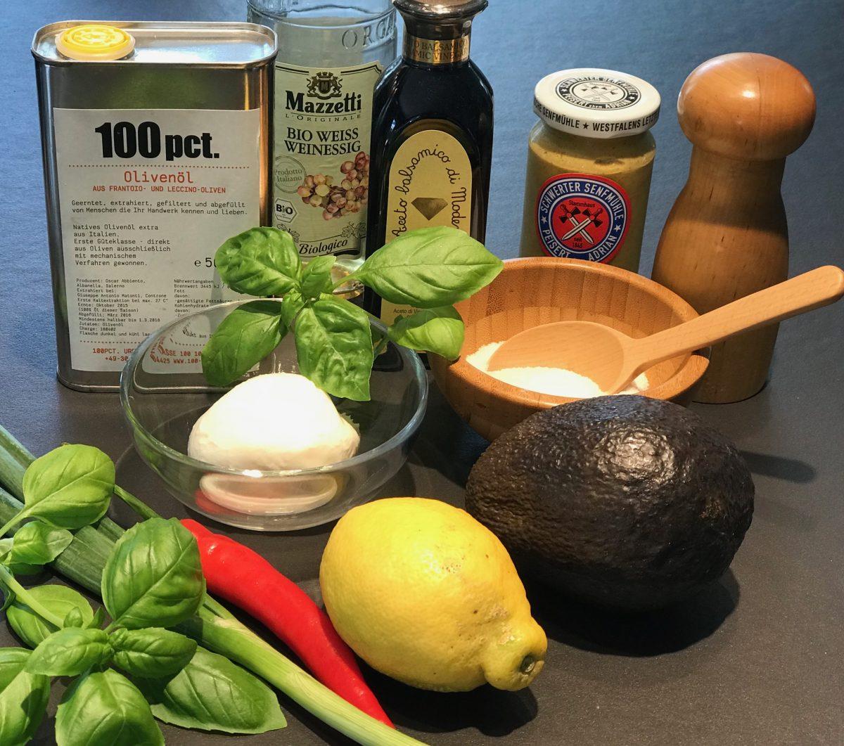 Zutaten Mozzarella-Avocado-Salat